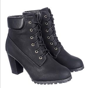 """Shoes - """"Timberland"""" style black chunky heel booties"""